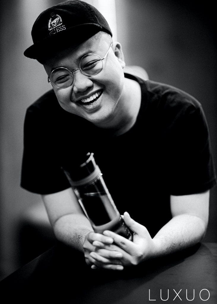 """Nghệ sĩ VJ Tùng Monkey – """"Tôi vẫn còn đầy tính ngông, ngẫu nhiên và lưu tâm nhiều những chất liệu truyền thống"""""""