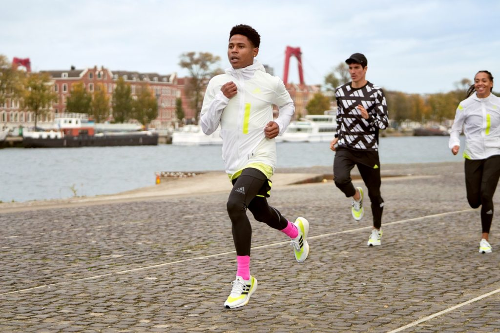 """Adidas ULTRABOOST 21 – Từ """"huyền thoại giày chạy"""" tới """"biểu tượng khai phóng năng lượng"""""""