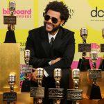 """""""Phục thù"""" Grammy, The Weeknd và BTS thắng lớn tại Billboard Music Awards 2021"""