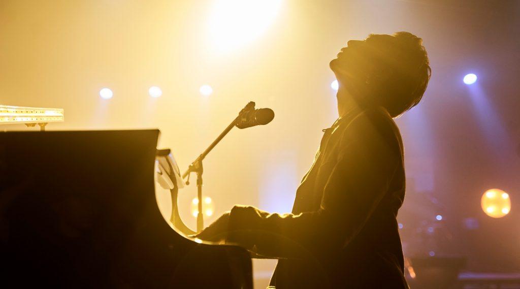 """Không còn là """"hoàng tử ballad"""", SOOBIN khẳng định hệ """"dân chơi mới"""" khi vừa đàn vừa hát Jazz"""