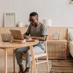 Travel Blogger Lý Thành Cơ chia sẻ 10 mẹo giúp bạn làm việc tại nhà hiệu quả hơn